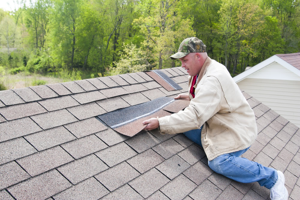 3 Signs You Need Help from a Professional Roofer