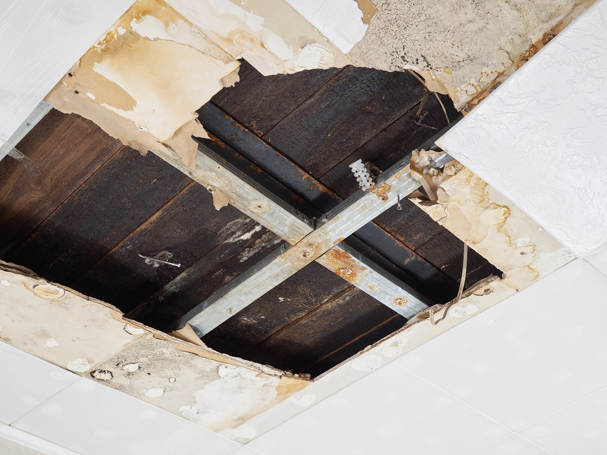 4 Risks of Putting Off Roof Leak Repairs